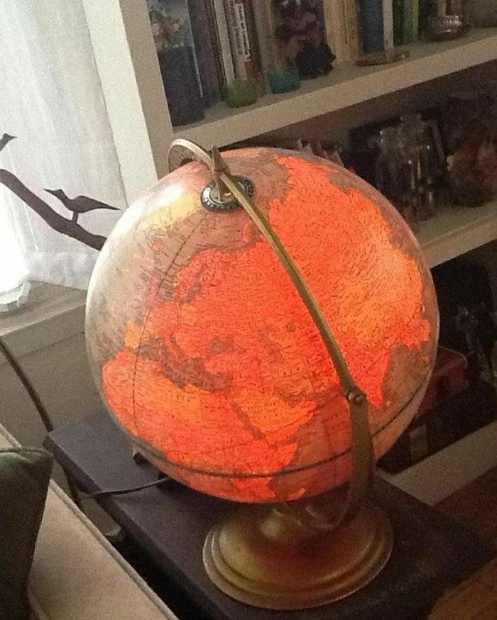 vintage-Modell-Globus-Lampe-beleuchtet