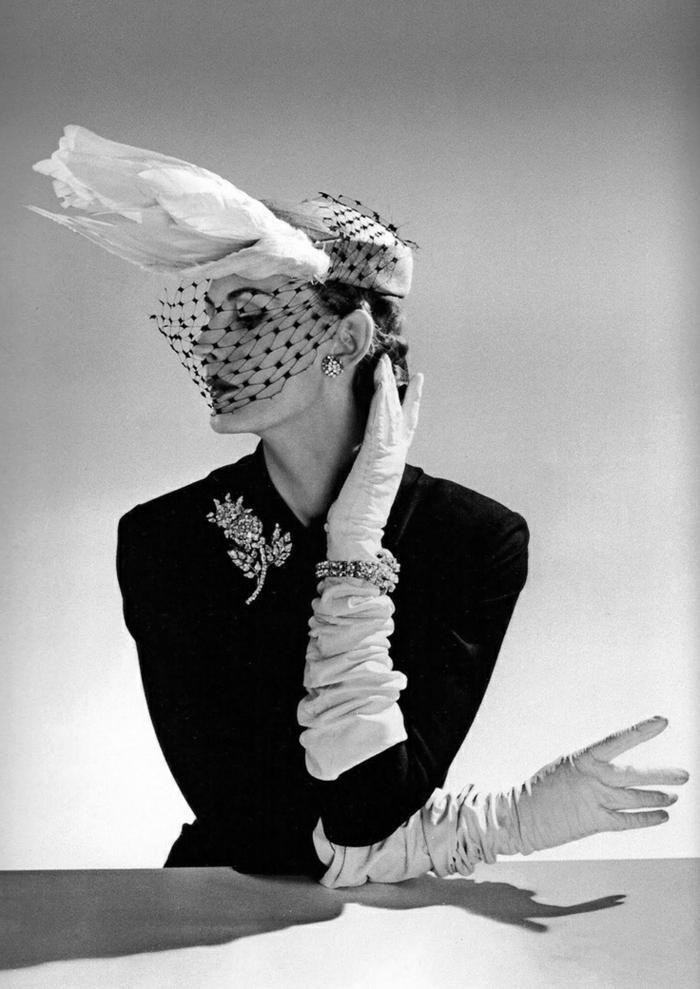 vintage-kleider-foto-in-weiß-und-schwarz