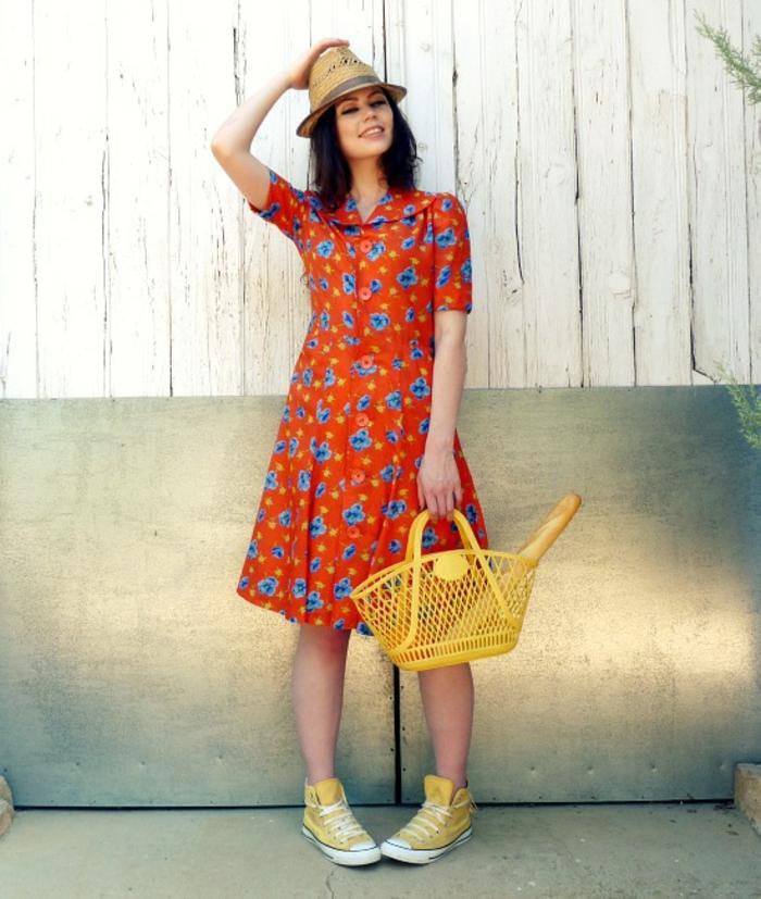 vintage-kleider-sehr-süße-frau-mit-einem-hut
