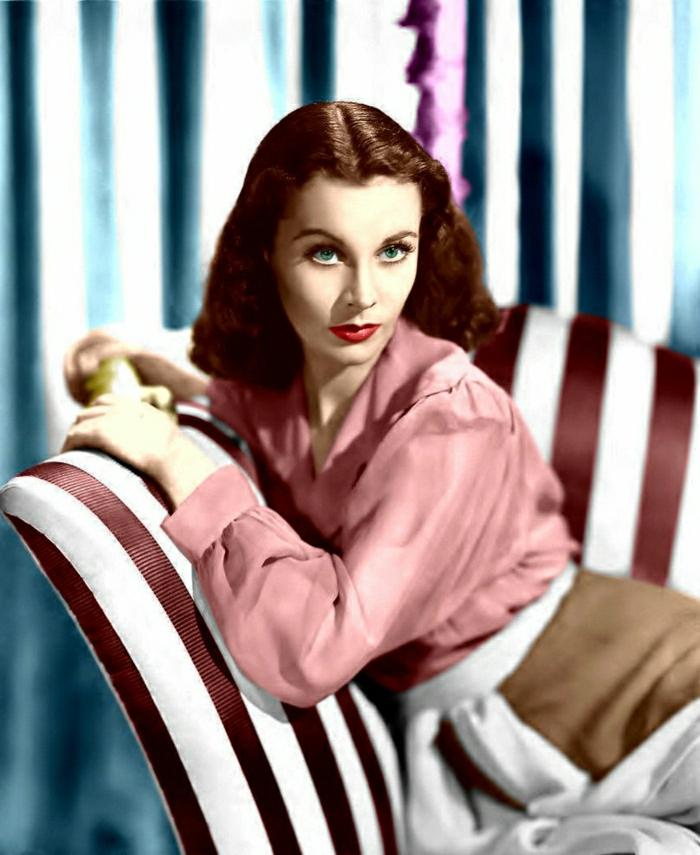 Hollywood-Schauspielerinnen-vivien-leigh-farbiges-Foto-schöne-Augen-Sofa-Streifen