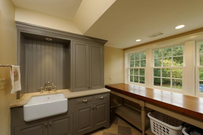 waschbecken-für-waschküche-beige-wangestaltung