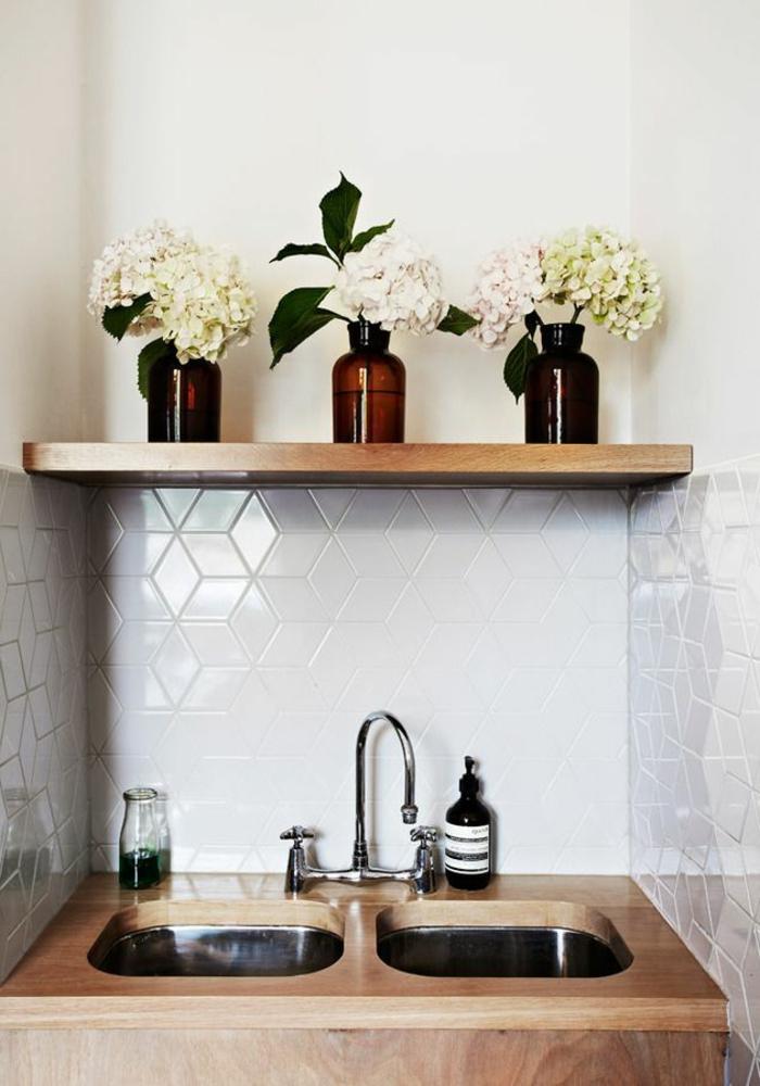 waschbecken-für-waschküche-regal-aus-holz-darüber