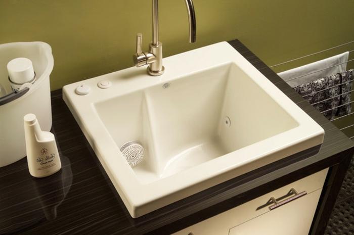 waschbecken-für-waschküche-sehr-kleines-eckiges-modell