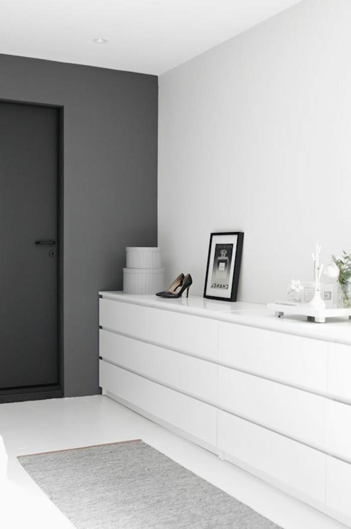 weiße-möbel-moderner-schrank-im-eleganten-zimmer
