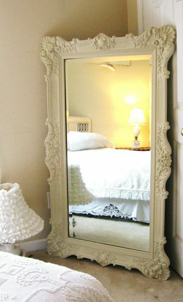 weißer-Spiegel-Rahmen-vintage-Ornamente