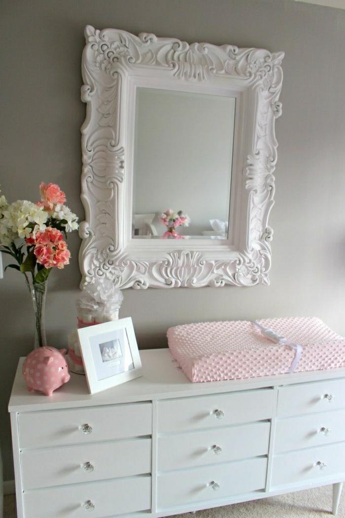 weißer-Spiegel-Rahmen-vintage-weiße-Kommode-Blumen-rosige-Schwein-Sparbüchse