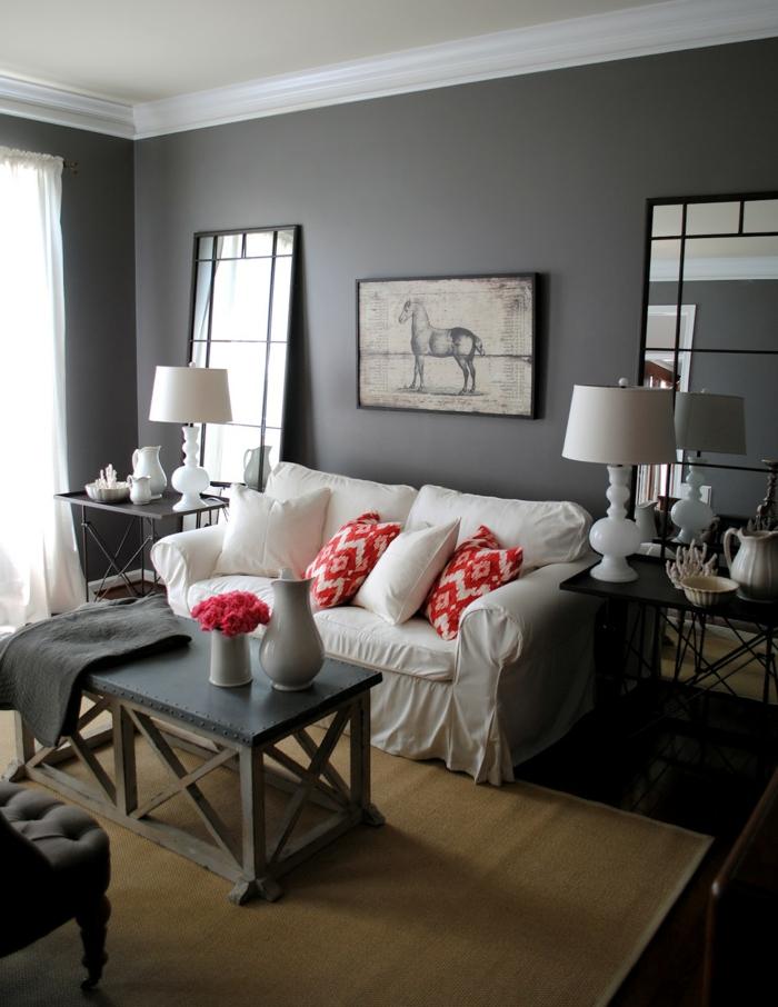 wohnzimmer-in-grau-sofa-mit-dekokissen