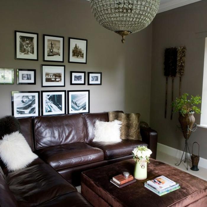 Wohnzimmer In Grau Viele Bilder An Der Wand