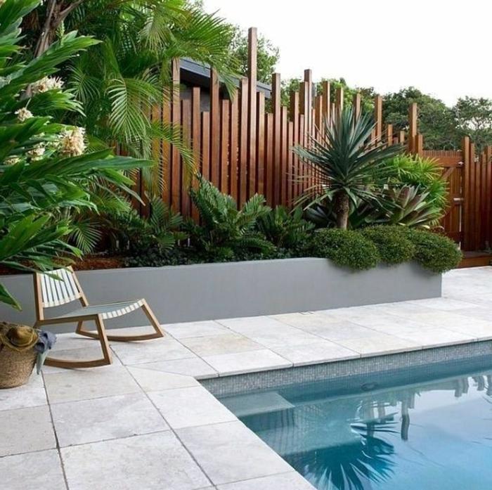 1 sichtschutz ideen moderner gartenzaun aus holz holzzaun schwimmbad im garten außenbereich gestalten