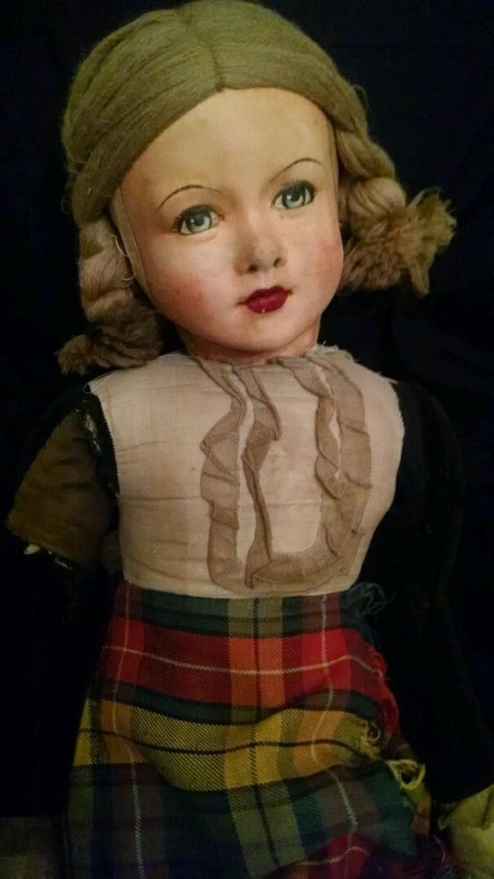 1920-vintage-Puppe-karierter-Rock-Zöpfe
