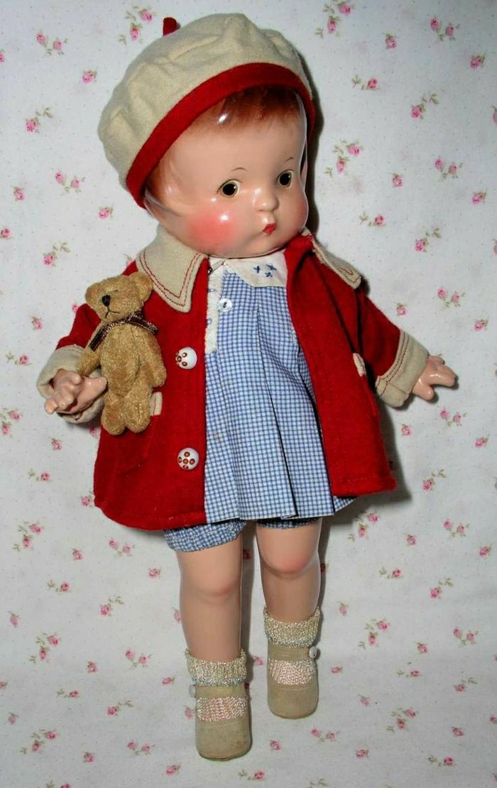 1929-vintage-Baby-Puppe-roter-Mantel-Hut-kariertes-Kleid