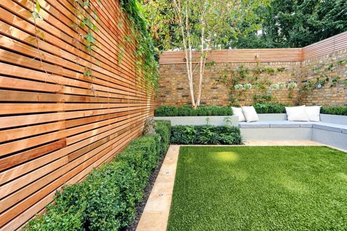 2 sichtschutz garten ideen gartengestaltung kleiner außenbereich grüne büsche zaun aus holz