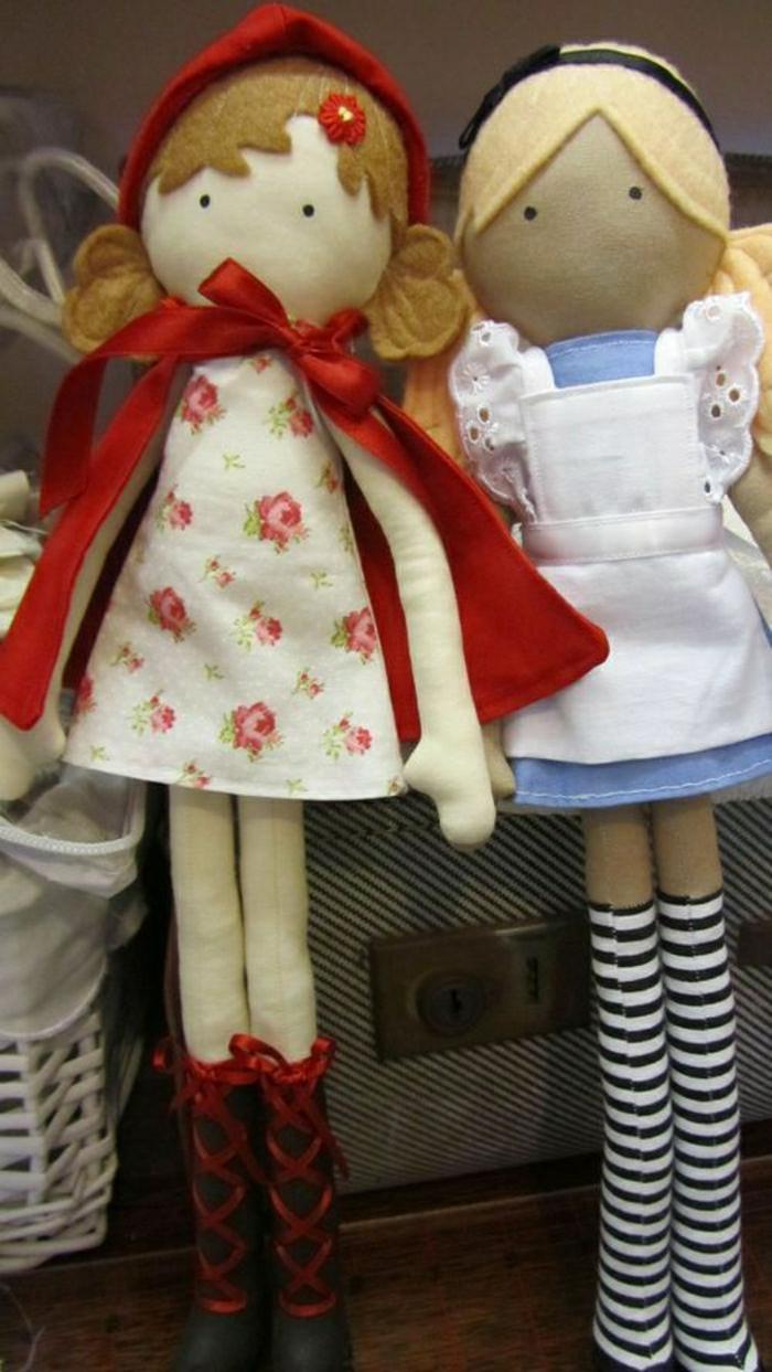 Alice-in-Wonderland-Litte-Red-Riding-Hood-alte-Puppen