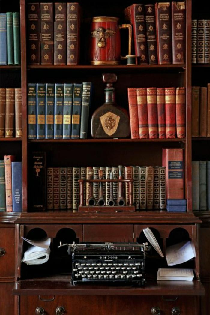 Arbeitszimmer-Bücherregale-schwarze-Schreibmaschine-aristokratisch