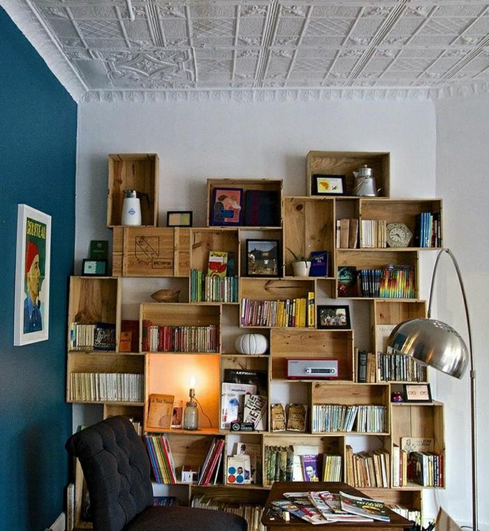 Arbeitszimmer-Regale-aus-Weinkisten-Bücher-kreative-Idee