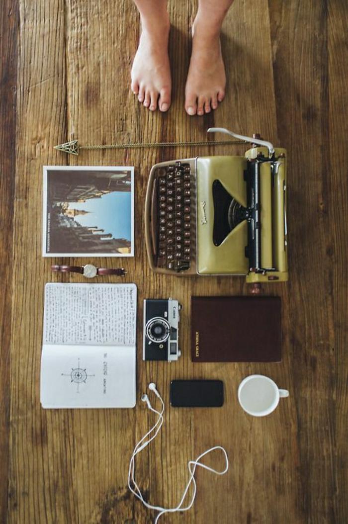 Arbeitszimmer-Schreibtisch-vintage-Accessoires-Schreibmaschine