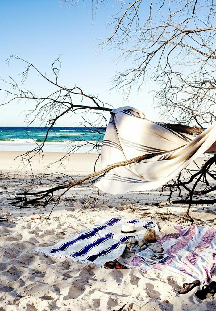 Boho-Chic-Strandtuch-cool-stilvoll-Strohhut-Sand-Meer