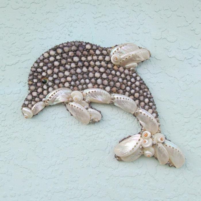 Deko-mit-Musheln-Delphin-auf-der-Wand