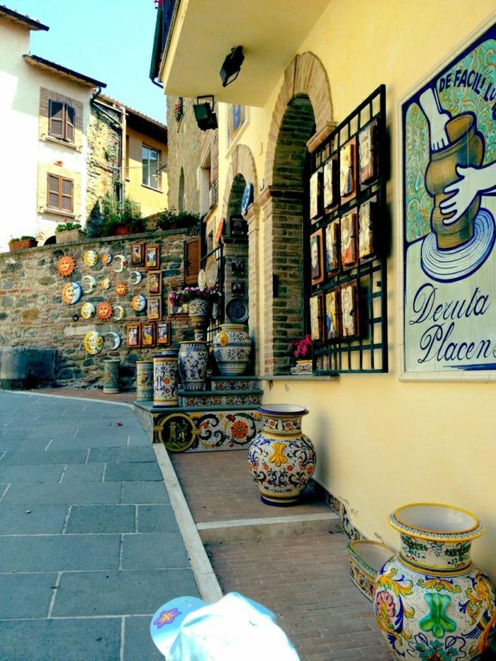 Deruta-Italien-Straße-Geschäft-Keramik-handgemalt