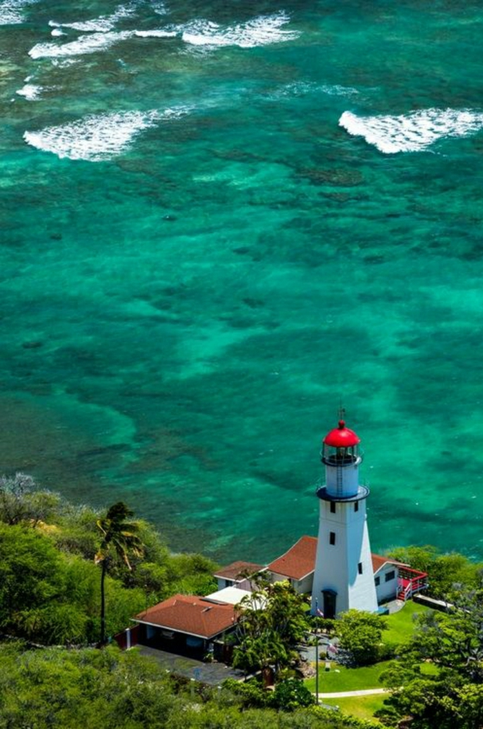 Diamond-Head-Leuchtturm-Oahu-Hawaii-türkisgrünes-Wasser