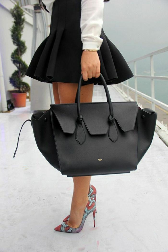 Furla-Tasche-extravagante-Schuhe-Absatz-kurzer-schwarzer-Rock