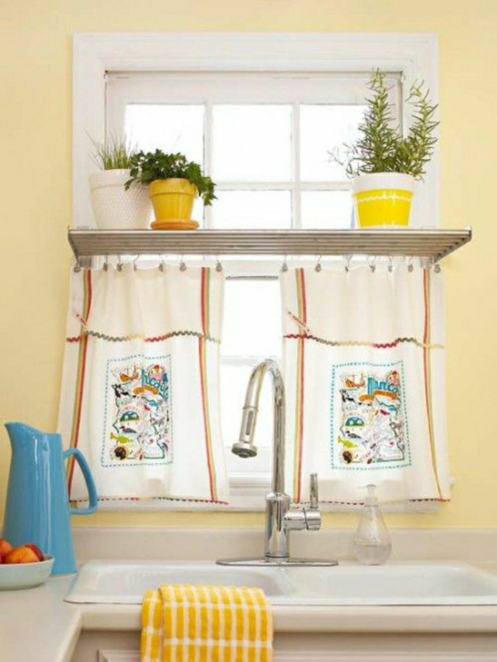 Gardinen-für-kleine-Fenster-lustiges-Muster-Wasserkanne-Waschbecken-Topfpflanzen