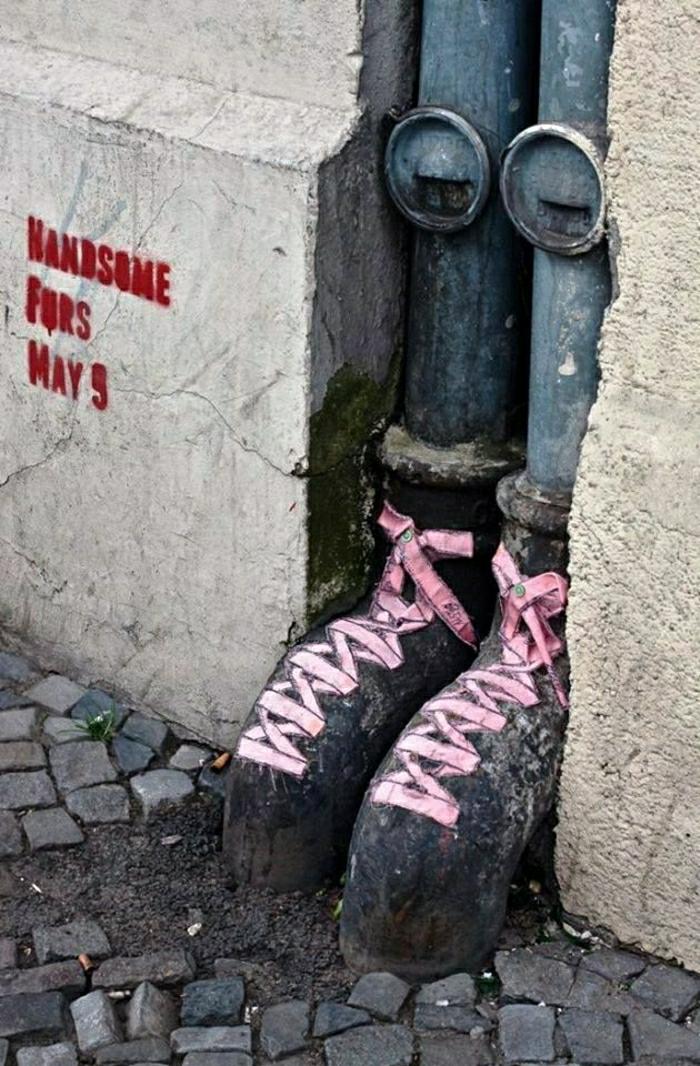Graffiti-Street-art-Rohre-Ballett-Schuhe-lustig