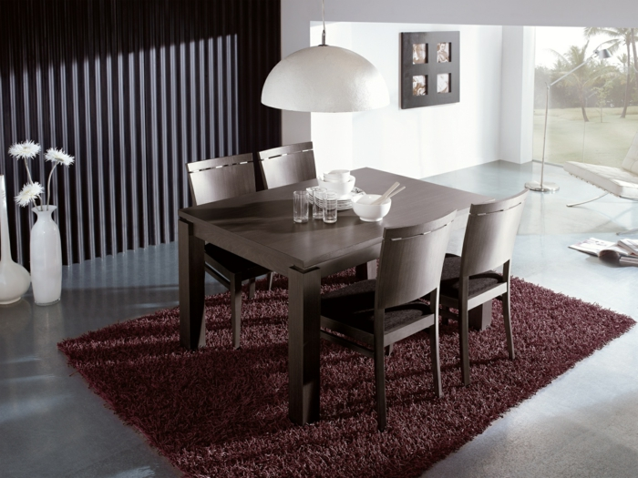 Hängeleuchten-für-Esszimmer-weiß-braun-Tisch