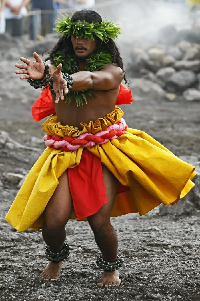 Hawaii-Tänzer-Kahiko-Tanz-Halema'uma'u-Krater-Big-Island