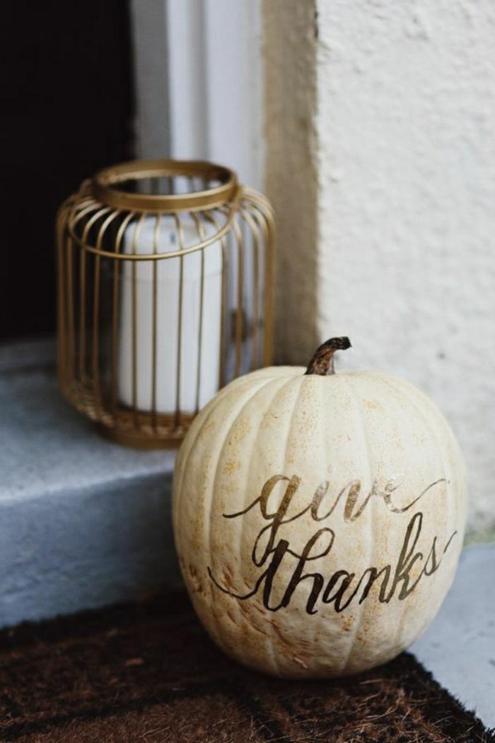 Herbst-Dekoration-Kürbis-beige-goldene-Aufschrift-handgemalt