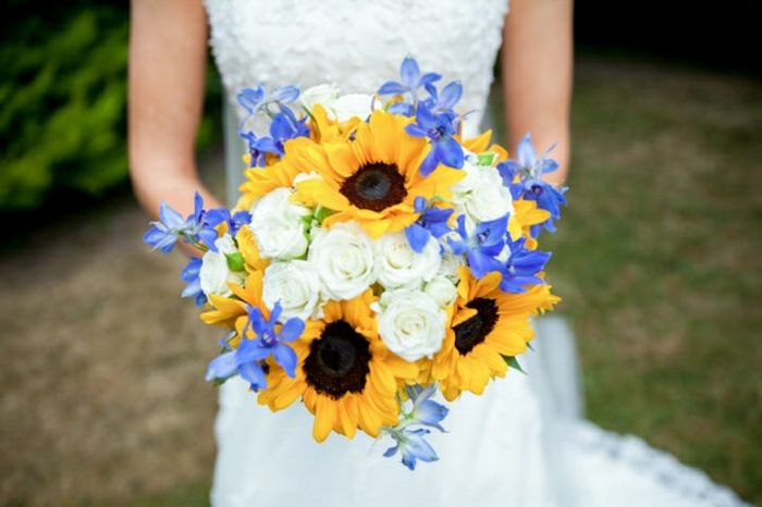 Hochzeit-Strauß-Sonnenblumen-weiße-Rosen-romantisch-herrlich