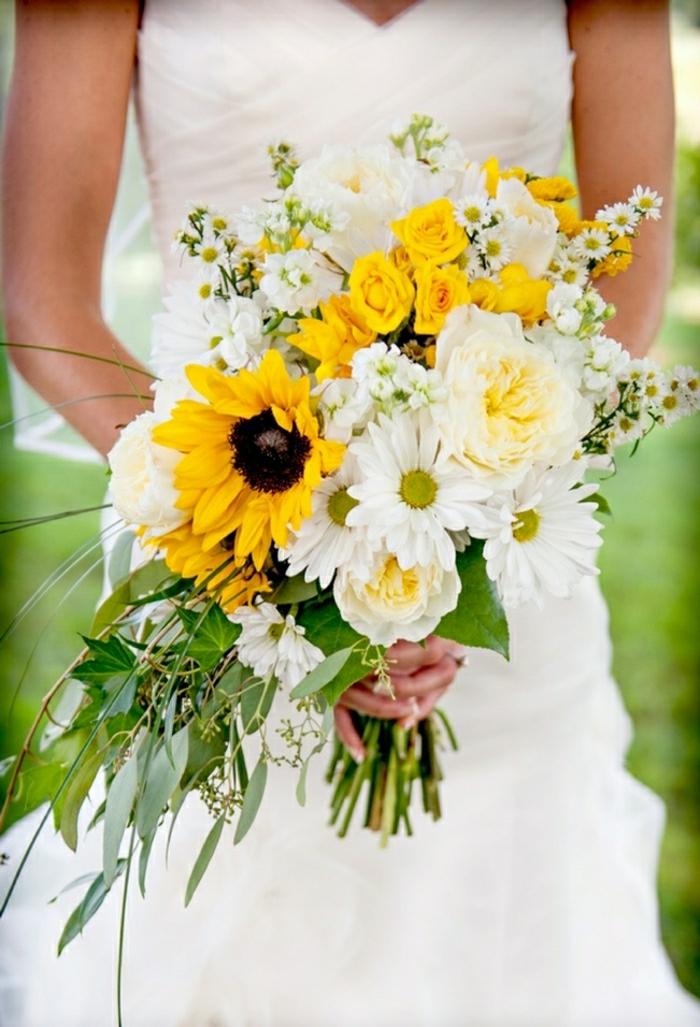 Hochzeit-Strauß-Sonnenblumen-weiße-gelbe-Rosen-Gerbera