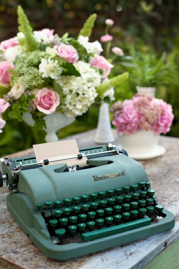 Hochzeitsdekoration-Schreibmaschine-Minze-Farbe-Rosen