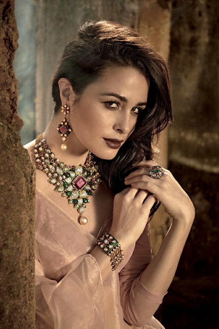 Indien-Schmuck-Kristalle-Steine-Accessoires-indischer-Schmuck