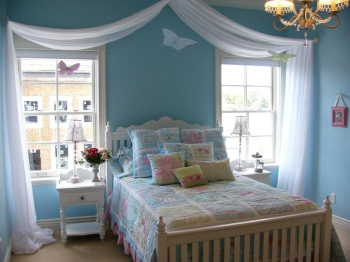 Jügenzimmer-für-Mädchen-blau-Schmetterlingen