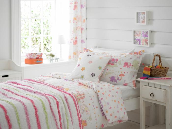 Jügenzimmer-für-Mädchen-bunte-Bettwäsche