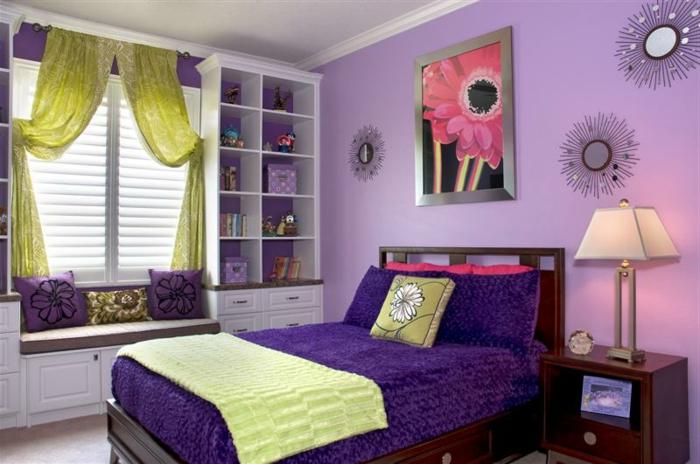 Jügenzimmer-für-Mädchen-grüne-gardinen-lila-wand