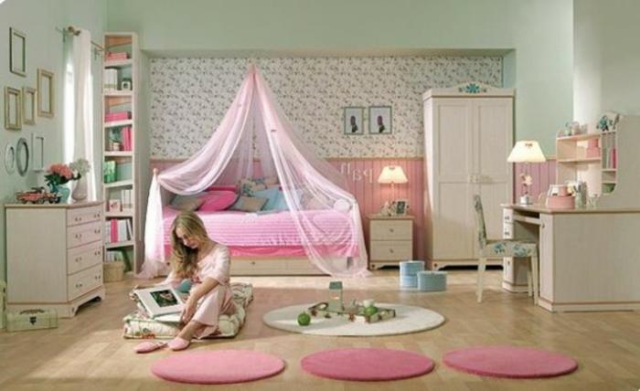 Jügenzimmer-für-Mädchen-rosige-Teppich-Schrank-weiß