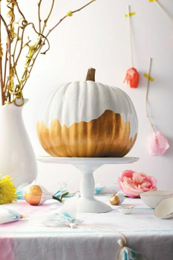 Kürbis-Dekoration-handgemalt-weiß-golden-Cupcake-Ständer