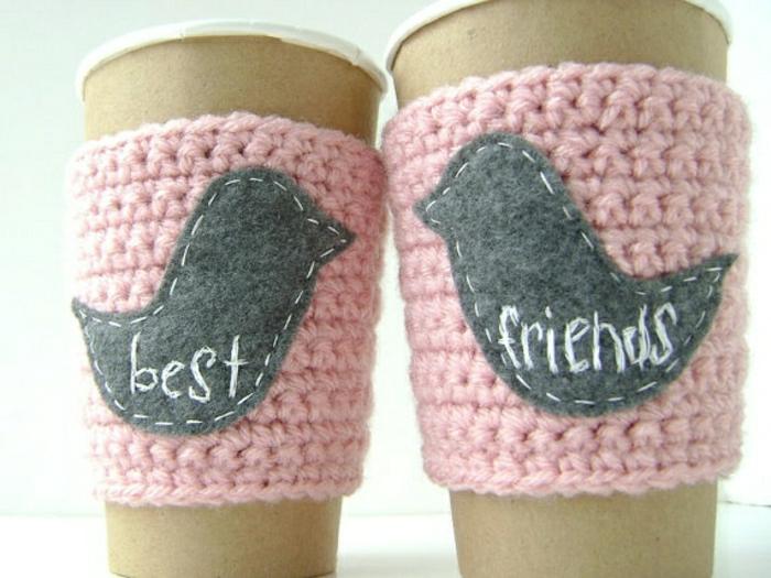 Kaffee-Becher-gestrickte-Ärmel-beste-Freunde