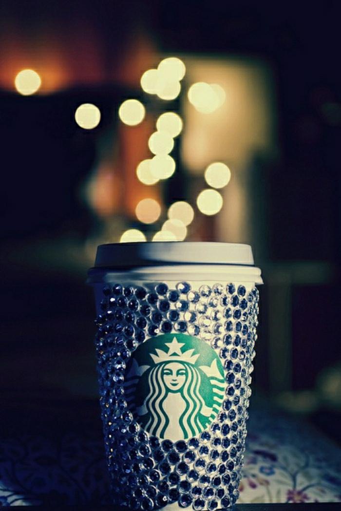 Kaffeebecher-to-go-Papierbecher-Starbucks-Kristalle-Dekoration-luxuriöses-Modell