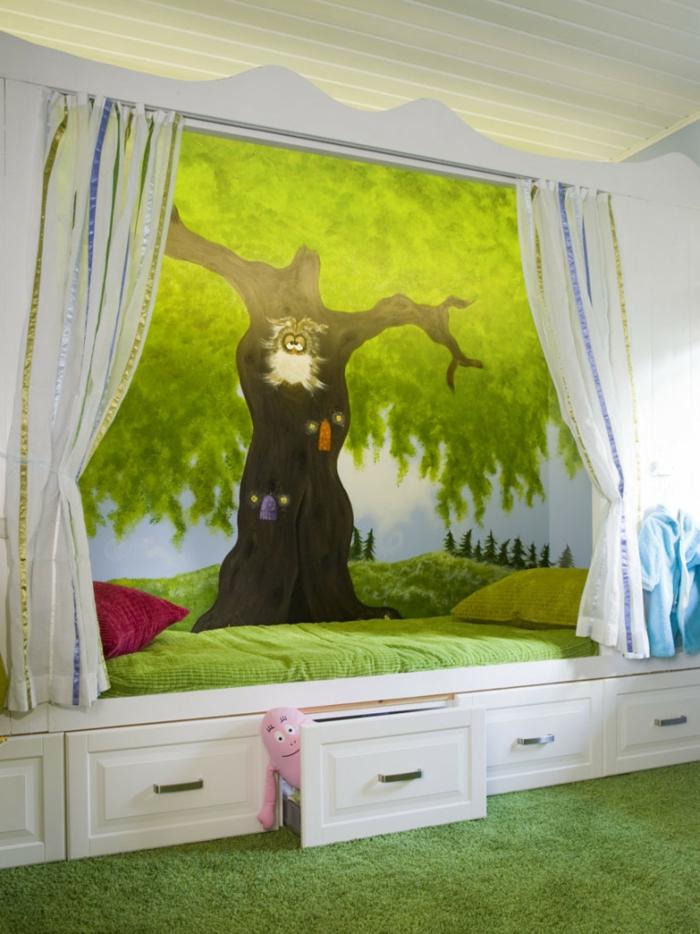 Kinderzimmer-Deko-Großer-Baum-und-Schubladen