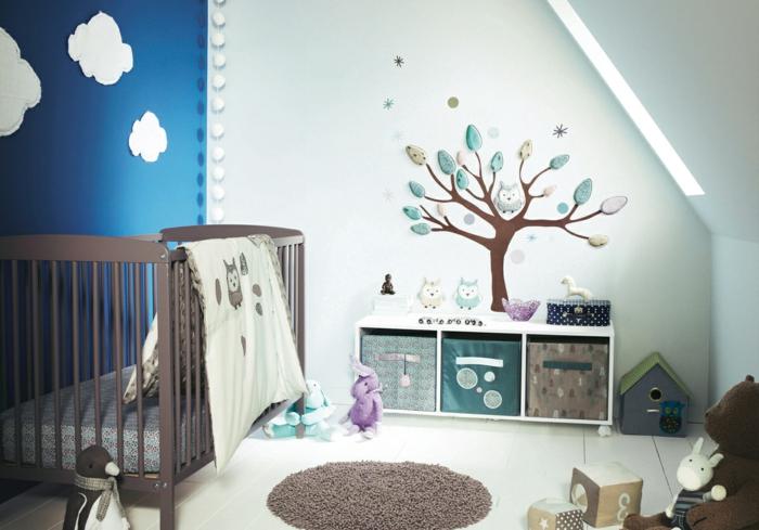 Kinderzimmer-Deko-Himmelwand-viele-Spielzeuge