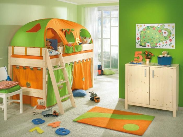 Kinderzimmer-Deko-grün-und-orange-Zeltbett