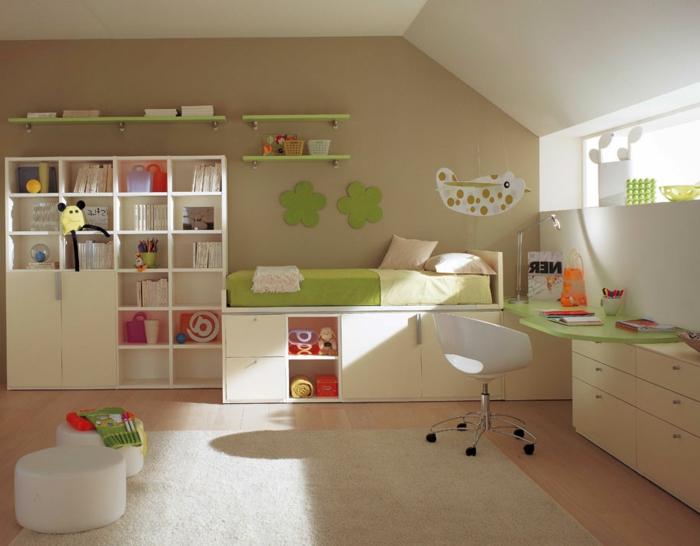 Kinderzimmer-Deko-grüne-Blumen-hängendes-Spielzeug