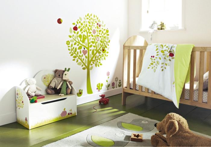 Kinderzimmer-Deko-kleines-gemaltetes-Baum