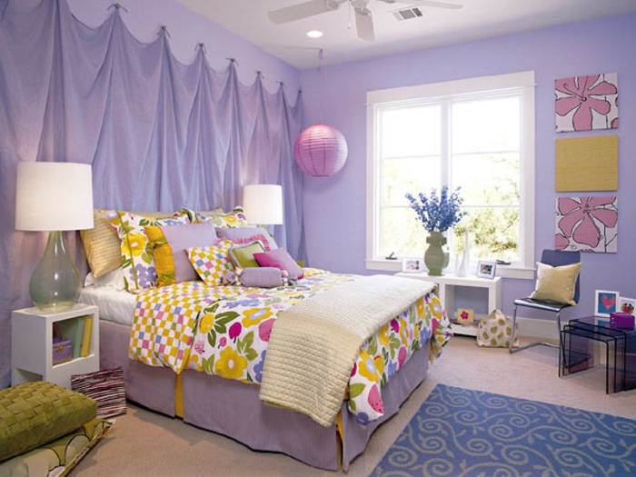 Kinderzimmer-Deko-lila-Farben-Gardine-am-Wand