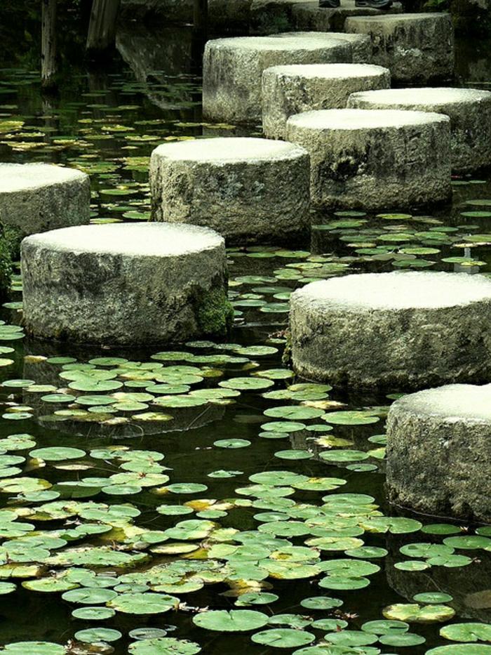 Kyoto-Japan-Zen-Garten-See-Seerosen-Trittsteine