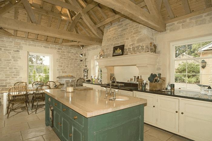 Landhaus-einrichtung-Balken-Küche-luxus