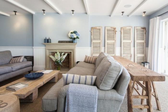 Landhaus-einrichtung-Wohnraum-hölzern-Kafeetisch